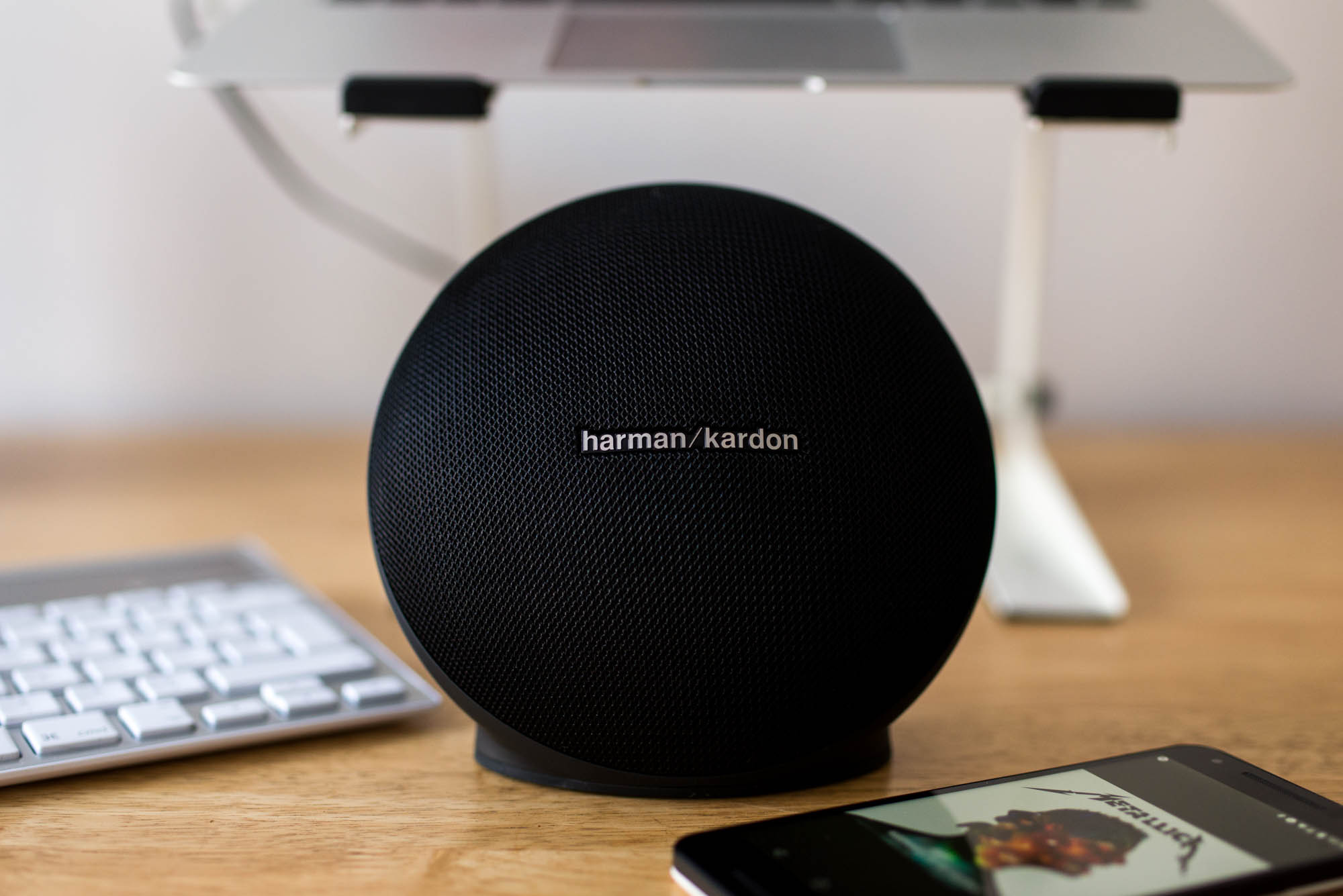 loa harman kardon onyx mini mac store. Black Bedroom Furniture Sets. Home Design Ideas