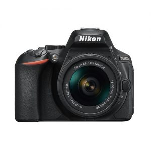 Nikon D5600 + Kit 18-55mm VRII